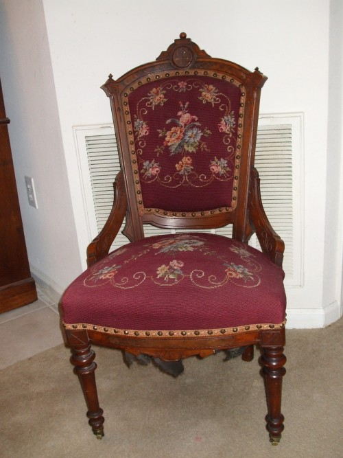 SmallAntiqueChairpictures.jpg
