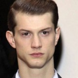 besthairstylesforlongfacedguys-smooth_and_compact_look